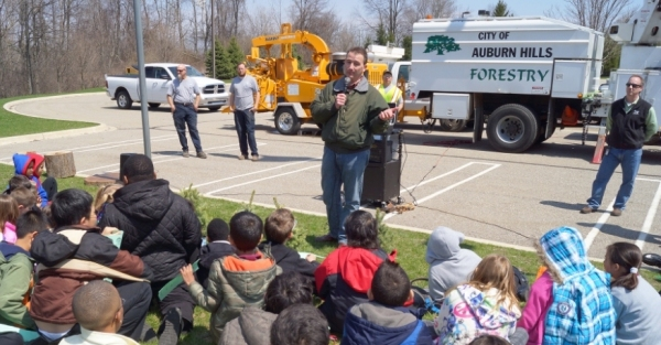 DPS Deputy Director Don Grice talking to kids about the importance of trees